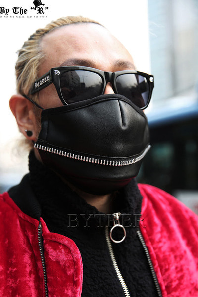 ByTheRHorizontal Zipper Leather Mask